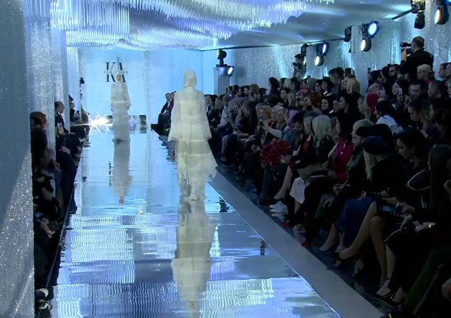 """""""Horská perla"""": dcera Kadyrova představila novou kolekci oblečení. Video"""