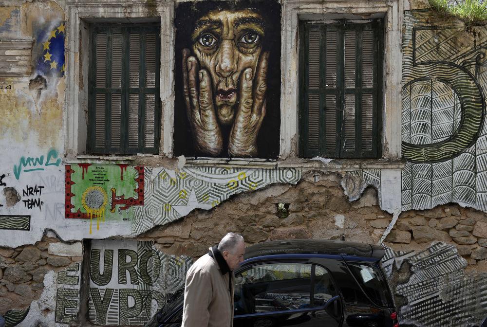 Smrt eura. Problém řeckého dluhu očima pouličních umělců