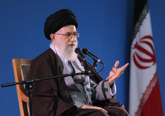 Íránský duchovní vůdce ájatolláh Sajjid Alí Chameneí