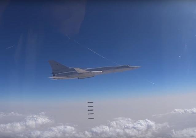 Ruské ministerstvo obrany zveřejnilo video útoku ruských VKS proti IS v Dajr az-Zauru