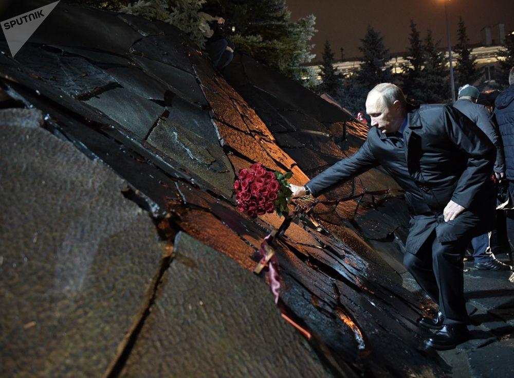 Prezident RF Vladimir Putin na ceremonii odhalení památníku Zeď smutku v Moskvě