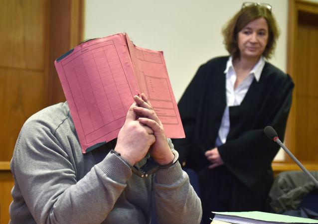 Nils Hegel v soudní místnosti soudu Oldenburgu