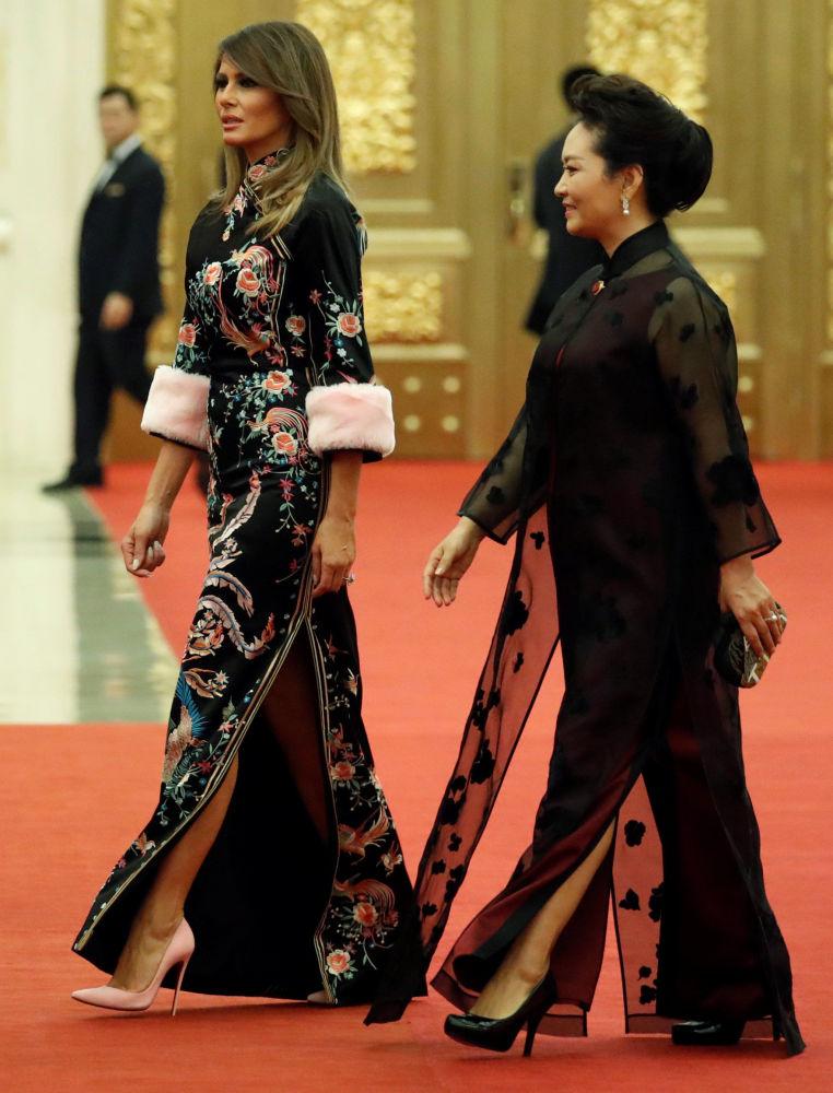 První dáma USA Melania Trumpová se svým čínským protějškem Pcheng Li-jüan.