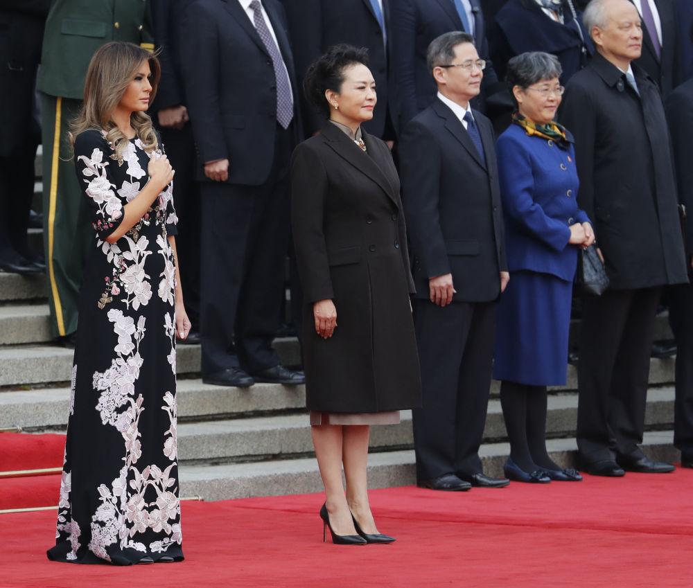 První dáma USA s manželkou Si Ťin pchinga Pcheng Li-jüan.