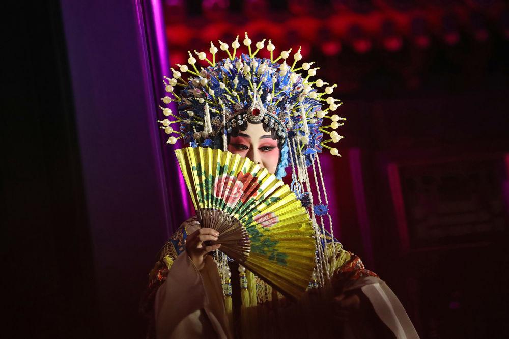 Vystoupení tradiční Čínské opery na počest návštěvy Donalda Trumpa.