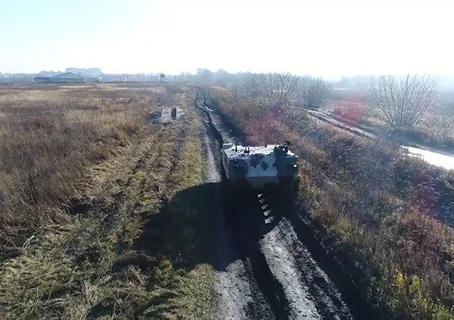 Nové bojové vozidlo výsadkářů RCHM-5 bylo přijato do služby