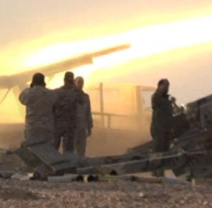 Syrská vojska svádějí boj u Al Búkamálu