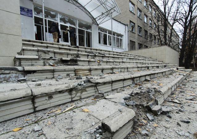 Škola v Doněcku po ostřelování