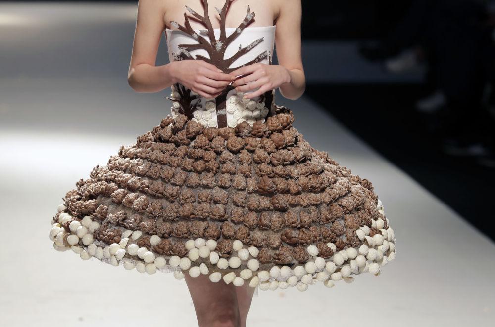 Tmavé pokušení: čokoládové oblečení na festivalu v Bejrútu