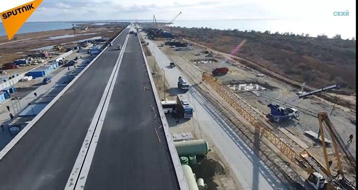 """""""Stavba století"""": aktuální záběry z místa výstavby Krymského mostu. Video"""
