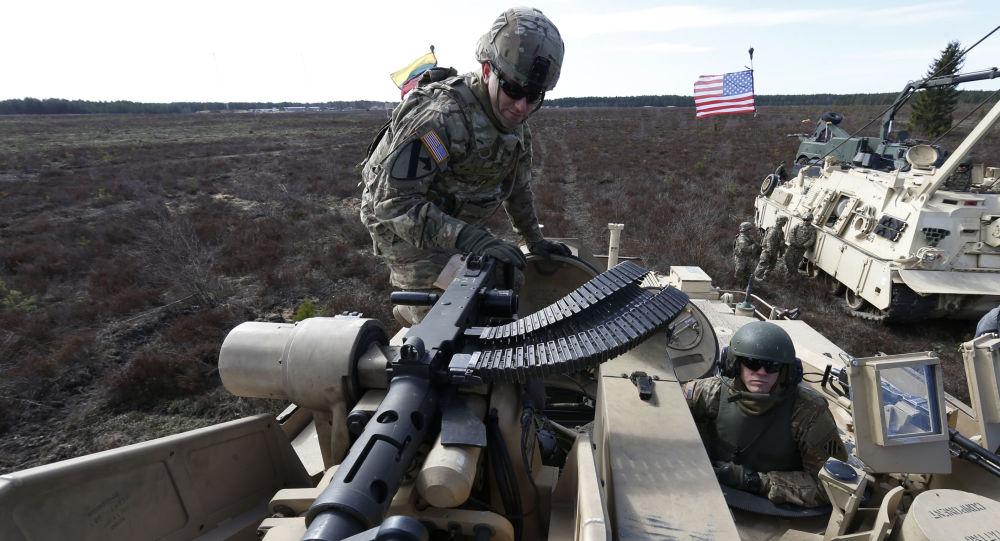 Američtí vojáci běhěm cvičení v Litvě