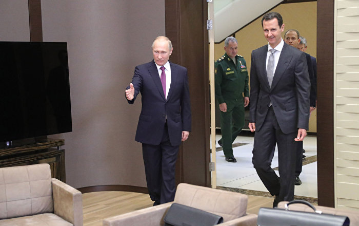 Ruský prezident Vladimir Putin s Bašárem Asadem v Soči
