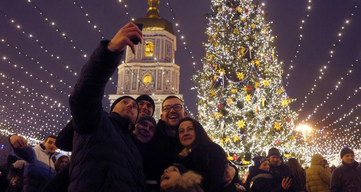 Ukrajinci u Sofijského chrámu v Kyjevě