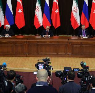 Prezidenti Íránu, RF a Turecka Hasan Rúhání, Vladimir Putin a Tayyip Erdogan