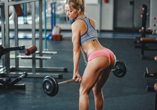 Dívka v tělocvičně. Ilustrační foto