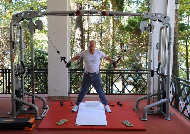 Ruský prezident Vladimir Putin při cvičení v Soči