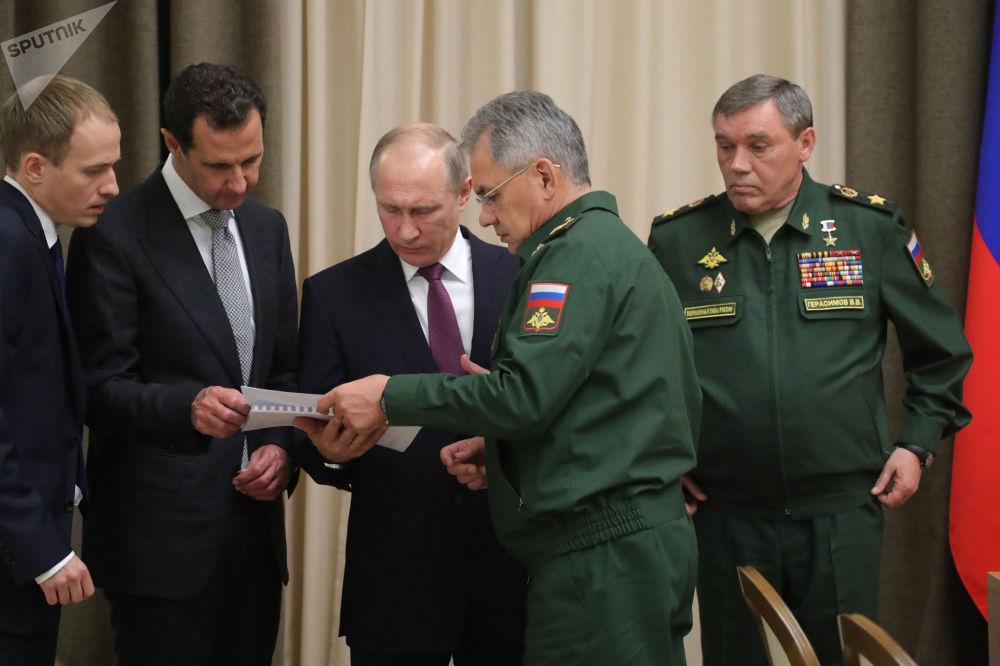 Prezident RF Vladimir Putin představuje syrského prezidenta Bašára Asada vedení Ministerstva obrany RF a Generálního štábu  RF