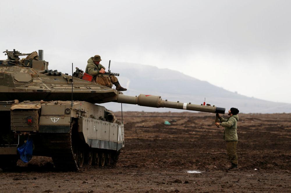 Izraelští vojáci na Izraelem okupovaných Golanských výšinách