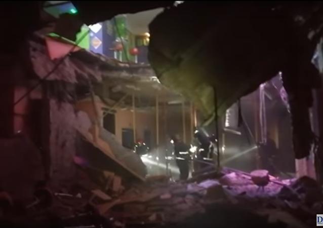 V nočním klubu na Tenerife se propadla podlaha, 22 lidí utrpělo zranění. Video