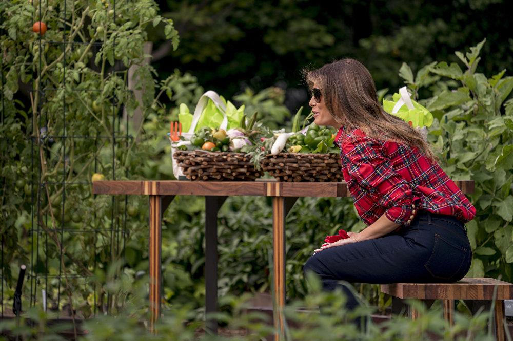 Melania Trumpová na zahradě Bílého domu