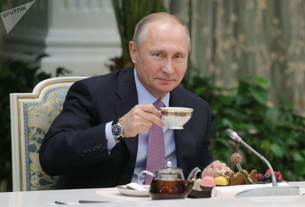 Prezident RF Vladimir Putin na schůzce s vítězi všeruské soutěže Rodina roku