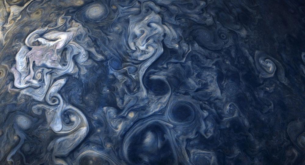 Fotografie mraků na severní polokouli Jupiteru