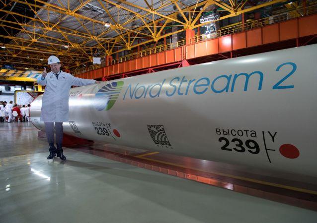 Ředitel Gazpromu Alexej Miller v dílně závod na valcování trub