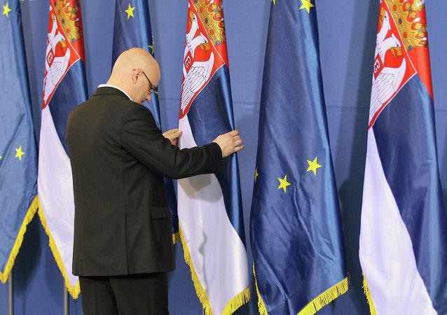 Vlajky Srbska a EU