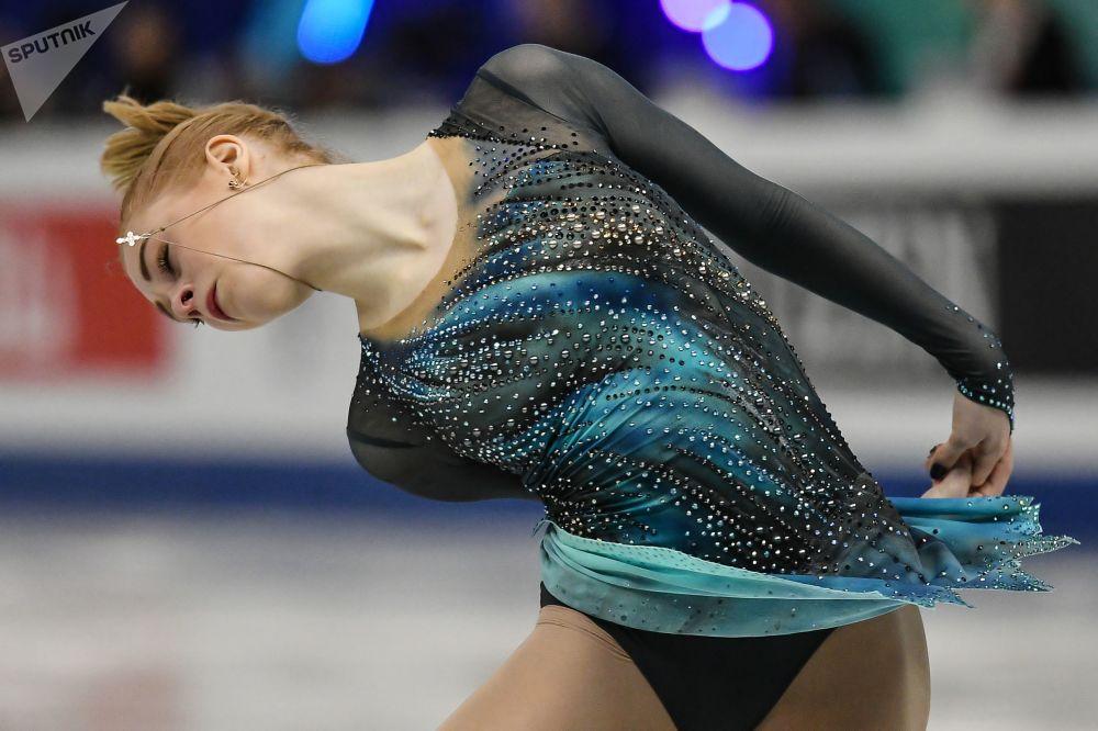 Ruská sportovkyně Darja Panenkovová během vystoupení ve finále Grand Prix v krasobruslení mezi juniory v japonské Nagoji