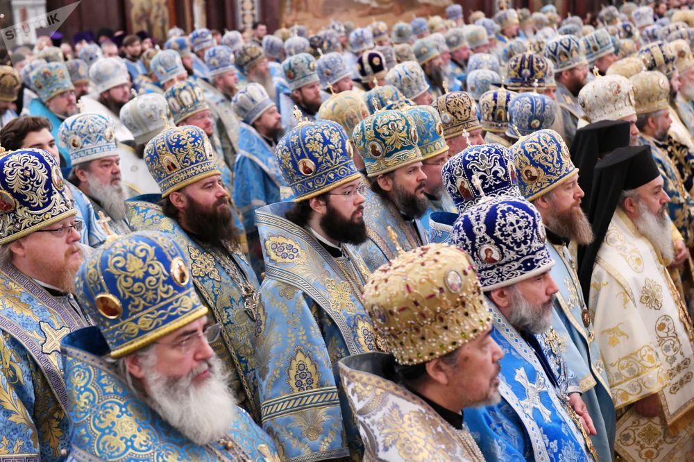 Božská liturgie v katedrále Krista Spasitele v Moskvě