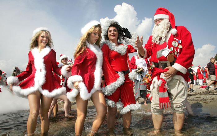 Dívky v kostýmech Santa Klause