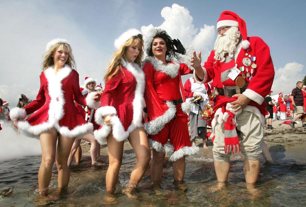 Santa Klaus a jeho asistentky v zábavním parku u Kodaně
