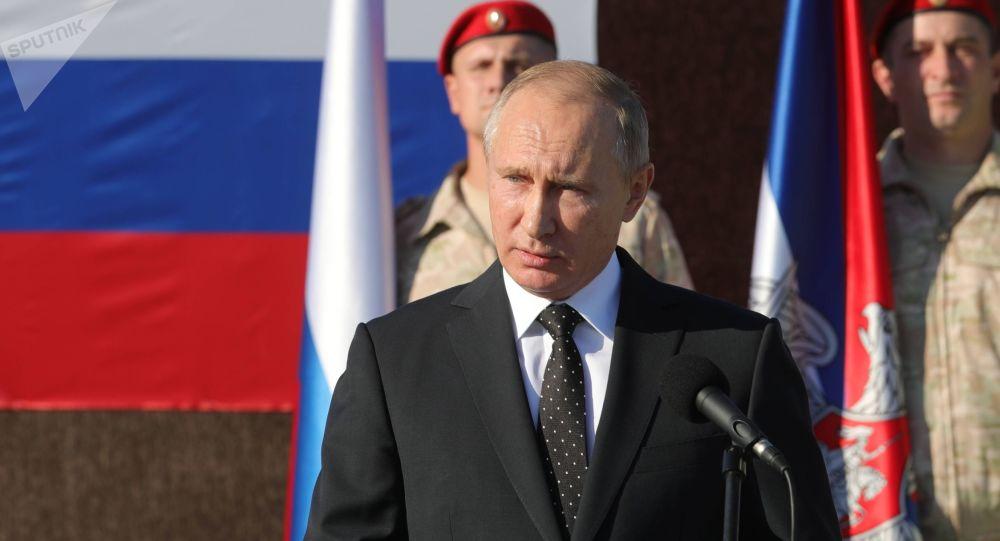 Ruský prezident Vladimir Putin během návštěvy letecké základny v Sýrii