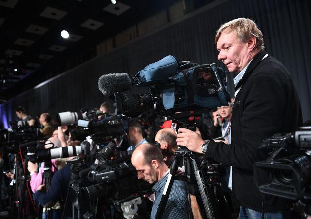 Kameraman před začátkem konference