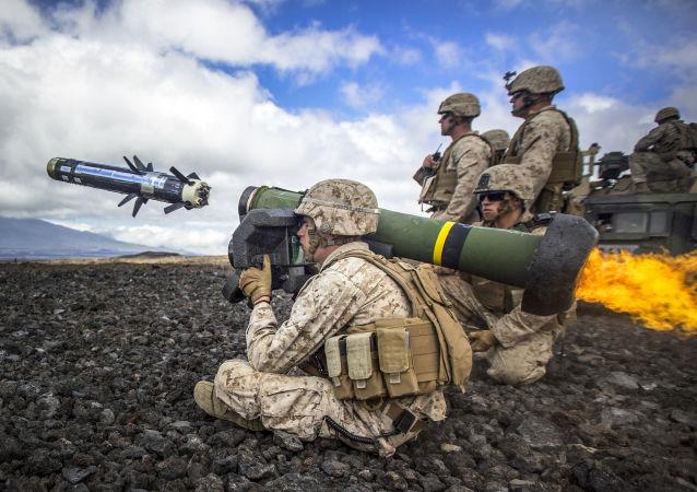 Palba z protitankové řízené střely Javelin