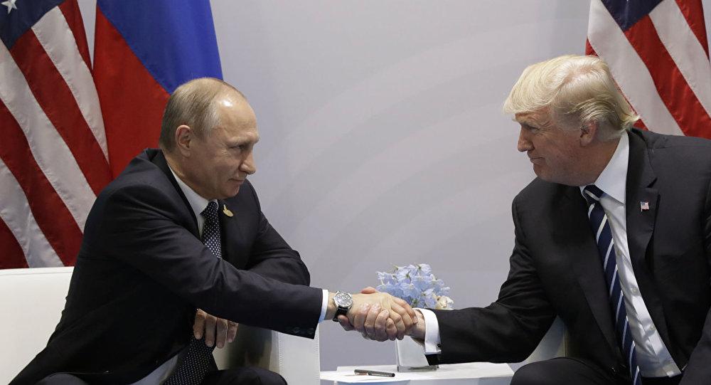Ruský prezident Vladimir Putin a jeho protějšek Donald Trump