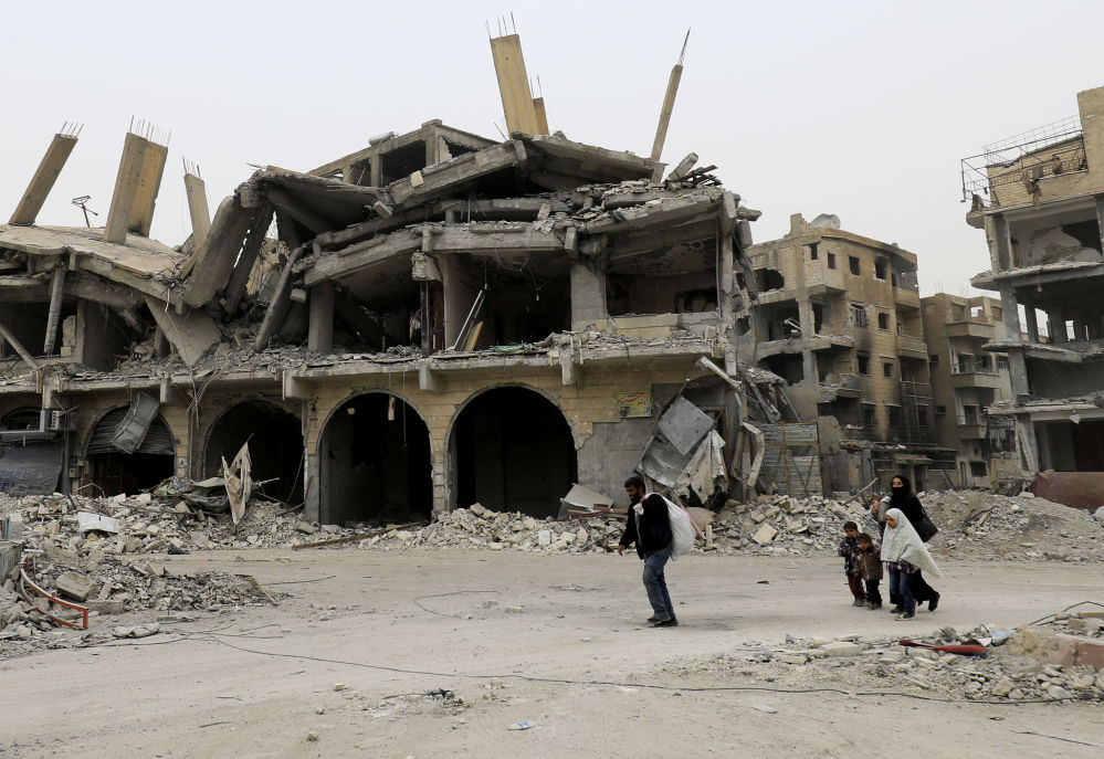 V syrském městě Rakka se objevili první civilisté