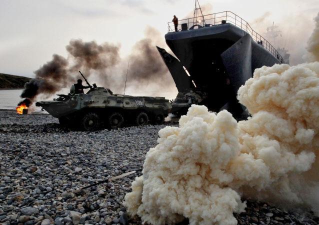 Obrněná vozidla s ruskými námořními pěšáky
