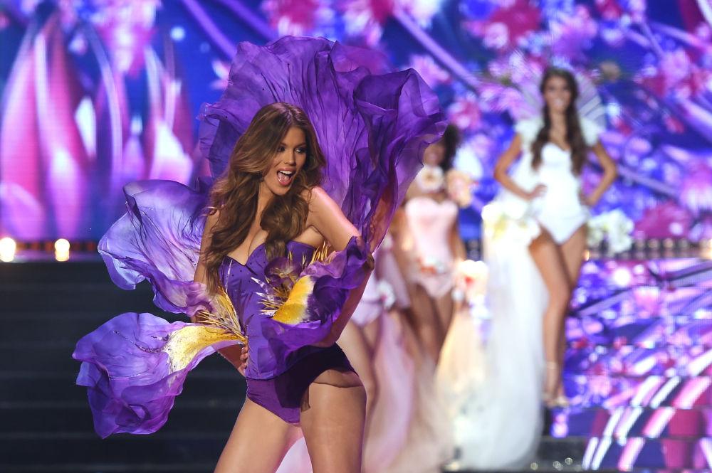 Miss Francie 2016 a Miss Universe 2016 Iris Mittenaere na soutěži o královnu krásy Miss Francie 2018