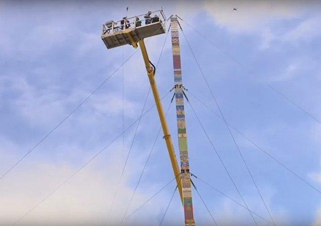 Byla natočena stavba nejvyšší na světě věže z Lega