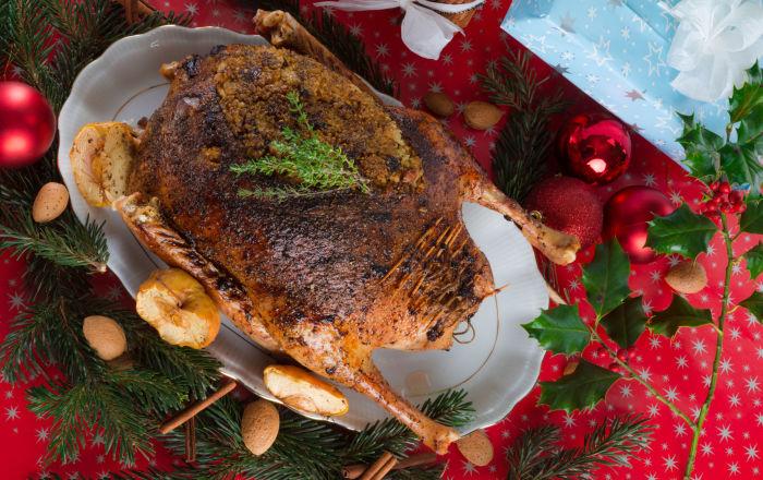 Pečená vánoční husa s jablky