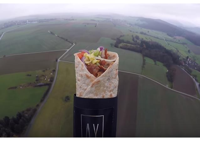 Kebab letí do stratosféry