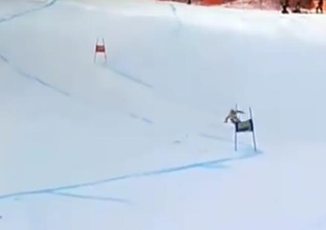 Pociť bolest tohoto lyžaře