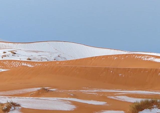 V poušti Sahara napadl sníh