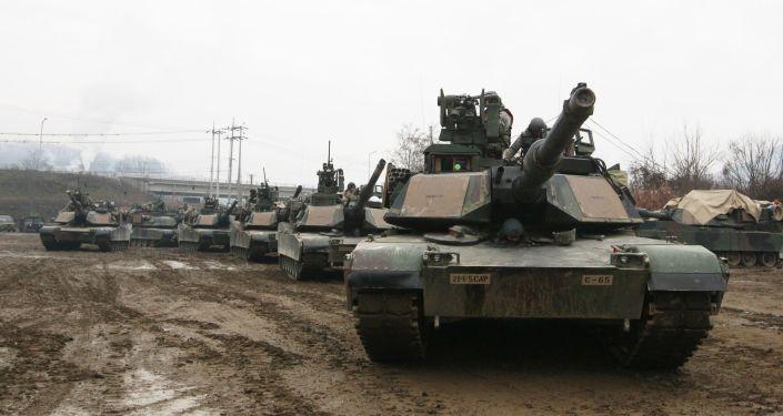 Tanky M1A2 SEP Abrams na cvičeních v Jižní Koreji