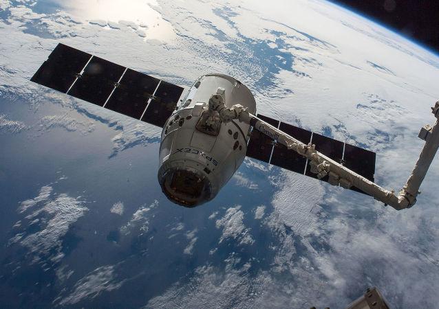 Americká nákladní vesmírná loď SpaceX Dragon