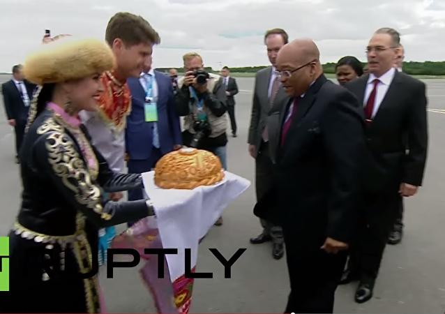 Prezident Jihoafrické republiky Jacob Zuma přiletěl v úterý do Ufy, aby se zúčastnil summitu BRICS