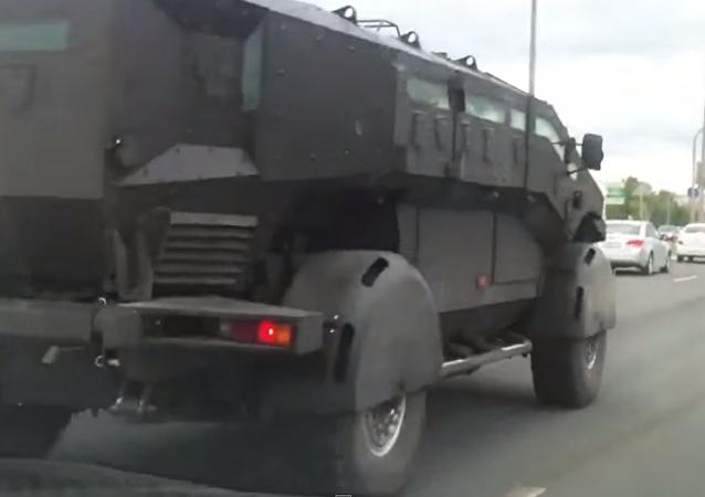 """Ruské obrněné automobily """"Karatel"""" (Mstitel) a """"Viking"""""""