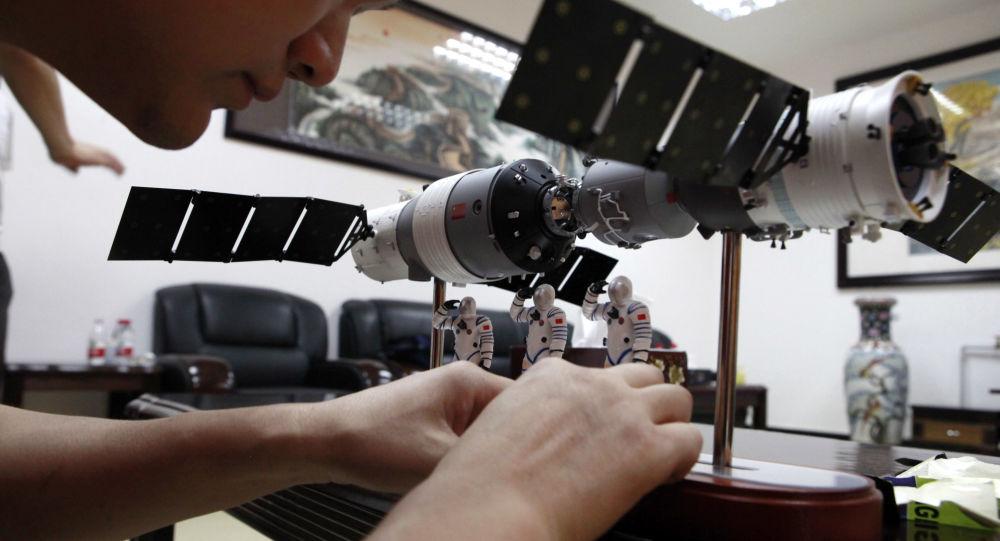 Spojení kosmické lodě Shenzhou 9 s vesmírnou stanicí Tchien-kung 1