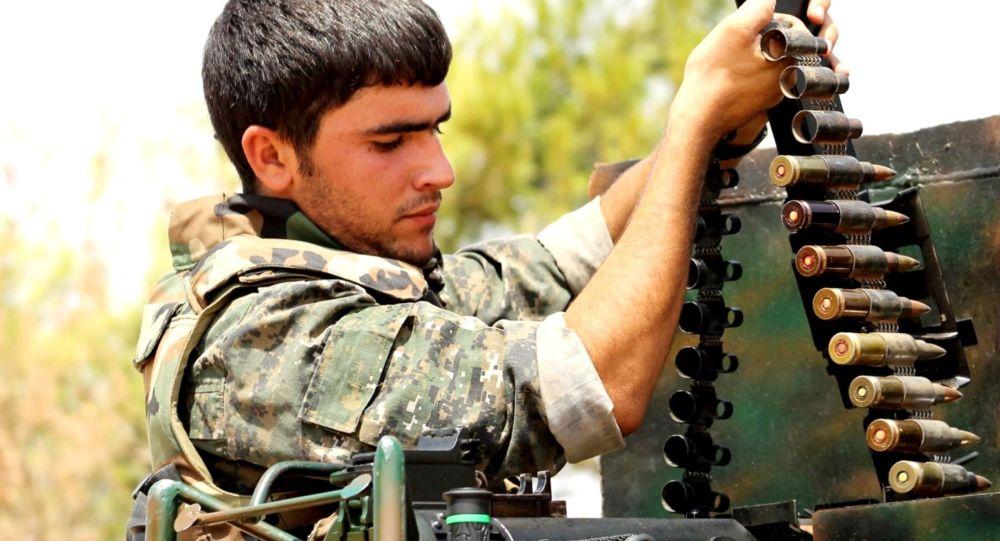Příslušník kurdských Lidových obranných jednotek